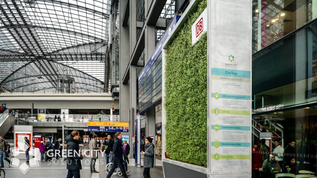 Hi-Tech Moss Wall to Clean Kraków's Smog